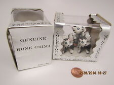 VINTAGE BRAND NEW!COLLECTOR MINIATURE BONE CHINA Skunk FAMILY SET of 3 FIGURINES