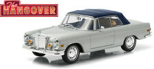 GREENLIGHT 1:43 Hollywood - THE HANGOVER 1969 Mercedes Benz 280SE TIGER inside