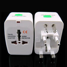 EU AU UK US Um Universal Travel AC Power Plug Adapter Konverter Buchse + Tasche