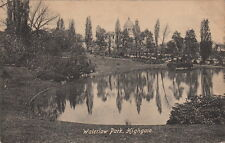 HIGHGATE ( London) : Waterlow Park- CROSSMEN
