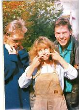 KYLIE MINOGUE and pals pull faces magazine PHOTO / mini Poster 11x8 inches