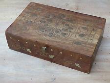 Ancienne boite en bois dessin en incrustation de laiton art populaire bijoux