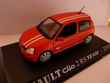 Voiture 1/43 RENAULT M6 Universal Hobbies CLIO 2 RS team 2004