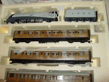 Hornby R2373M Silver Fox Train Pack MINT BOXED A4 2512 plus 3 teak LNER coaches.