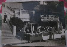 """Photographie Vintage marchand ambulant """"le roi du caoutchouc"""" vers 1930"""