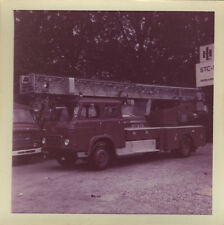 PHOTO ANCIENNE - VINTAGE SNAPSHOT - CAMION POMPIER SAVIEM - TRUCK FIREMAN COLOR