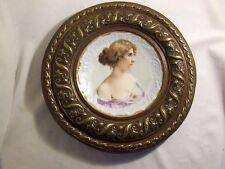 ASSIETTE ancienne PORCELAINE polychrome FEMME romantique  CUIVRE décor FLEUR