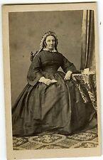PHOTO CDV 1860 LIMOGES MARTIN une femme pose vintage albumen papier à la main