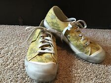 Keen Canvas lace up tennis shoe with white covered toe Women's 9.5