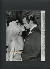 YOUNG BURT REYNOLDS MARRIES JUDY CARNE - 1963 CANDID PHOTO