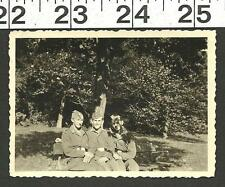 VINTAGE OLD B&W 1940'S WW2 PHOTO OF 3 FRIENDS IN UNIFORM ON PARK BENCH #2964