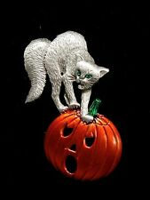 """JJ"" Jonette Jewelry Silver Pewter 'Scared CAT & Pumpkin HALLOWEEN' Pin"
