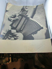 ancienne photo tirage original blanc et demilly accordeoniste lyon maugein 49x39