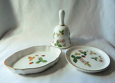 Wedgwood made in england wild strawberry bell & 2 plateaux en porcelaine chine