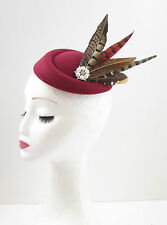Bourgogne rouge marron faisan feather pilulier chapeau fascinator hair clip vintage 40s 604