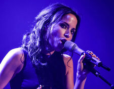 Andrea Corr UNSIGNED photo - H5377 - Irish musician, songwriter and actress