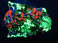 Fluorescent minerals : HARDYSTONITE - WILLEMITE - CALCITE : Franklin, New Jersey