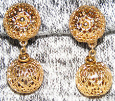 VINTAGE STUNNING GOLD TONE MESH DANGLE CLIP ON EARRINGS ~SIGNED: MONET
