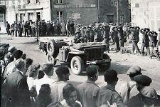 WW2 - Photo - Jeep US et prisonniers allemands à Sartilly le 31.07.44