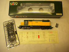 KATO MODEL TRAIN EMD GP35 PHASE 1A 37-031 CHICAGO & NORTH WESTERN 824 W/O DB HO