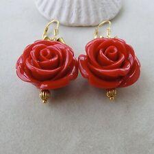 Orecchini placcati oro, fiocchi e rose in resina color corallo