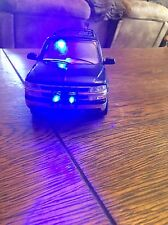 Chevrolet Suburban 1:18 Diecast Car Police Car With Working Lights