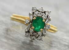 Chic Ladies Vintage 1960s 18K 750 Yellow Gold Emerald Diamond Baguette Ring