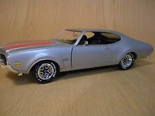 1/18 SCALE ERTL AMERICAN MUSCLE 1969 OLDS 442 W30 SILVER NO BOX