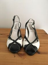 New Look Size 5 Black And White Sandal