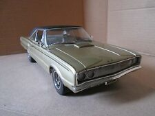 HIGHWAY 61 1/18 1967 DODGE CORONET R/T GOLD NICE DETAIL LOOSE NO BOX