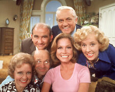Mary Tyler Moore Show, The [Cast] (39350) 8x10 Photo