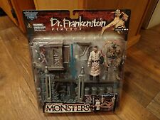 1998 MCFARLANE MONSTERS--DR. FRANKENSTEIN PLAYSET (NEW)