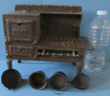 KENT ORIGINAL OLD CAST IRON TOY COOK STOVE * + FOUR MATCHING PANS * T99