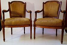 Jolie paire de fauteuils Louis XVI avec une tapisserie façon velours de Gènes