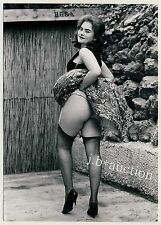 WOMAN SHOWS NUDE BOTTOM CHEEK / FRAU ZEIGT POBACKE * Vintage 50s SEUFERT Photo