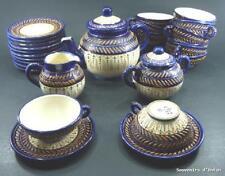 Service à thé ancien en faience de Quimper HB, décor bleu perlé, début 20ème.