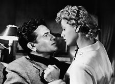 John Garfield and Shelley Winters UNSIGNED photo - H6668 - He Ran All the Way