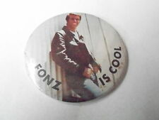 VINTAGE PINBACK BUTTON #74-078 - THE FONZ IS COOL