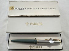 PARKER 45 TWO TONE MADE U.S.A BOXED AS NEW VINTAGE FOUNTAIN PEN GREEN SILVER