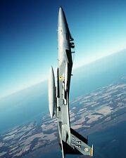 F-15C EAGLE PULLS THROUGH TOP OF A LOOP DURING TRAINING - 8X10 PHOTO (EP-529)