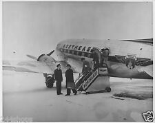 NORTHEAST AIRLINES DC 3 PASSENGERS DEPLANING - PHOTO - BLACK AND WHITE 8 X 10