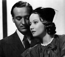 David Niven and Merle Oberon UNSIGNED photo - B2449 - Beloved Enemy
