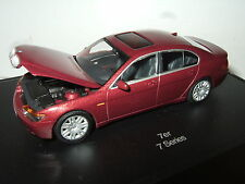 Minichamps in Special Collectors Display Case, BMW 7 Series Saloon in 1:43 Scale