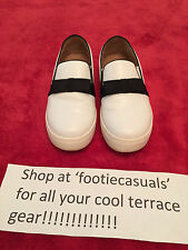 WOMANS RIVER ISLAND FLAT SHOES-WHITE-SIZE 5