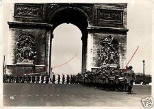 13021/ Originalfoto 24x18cm Deutsche Parade vorm l'arc de triomphe