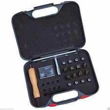 (C)Shires Stud Kit, 16 horse shoe studs,spanner,plugs, cleaner, carry case