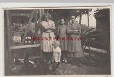 (F4489) Orig. Foto Personen, Kinder am Hühnerstall, 1930er