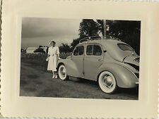PHOTO ANCIENNE - VINTAGE SNAPSHOT - VOITURE AUTOMOBILE RENAULT 4 CV FEMME MODE