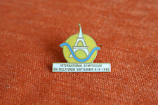 18116 PIN'S PINS SYMPOSIUM MELATONIN 1992 CONGRES MEDICAL PARIS TOUR EIFFEL TOWE