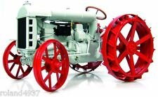 1917 Fordson Model  F Tractor  1:16 Universal Hobbies UH2917